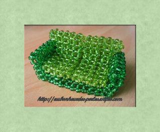 Canapé objet miniature meuble en perles de rocaille