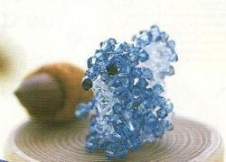 Un joli petit écureuil bleu tout en perles